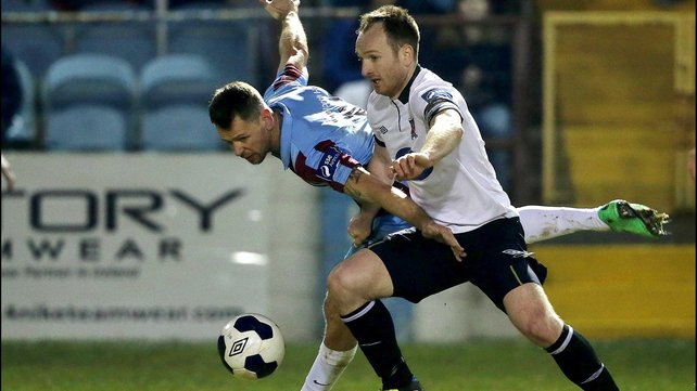 Dundalk's Stephen O'Donnell tussles with Drogheda Utd's Declan O'Brien last night