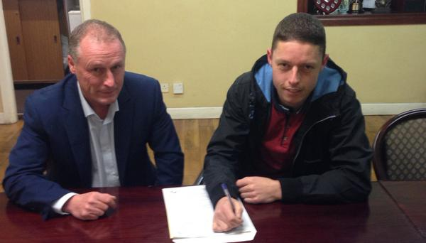 Shane Grimes signs for Dundalk with club chairman Ciaran Bond overseeing the deal