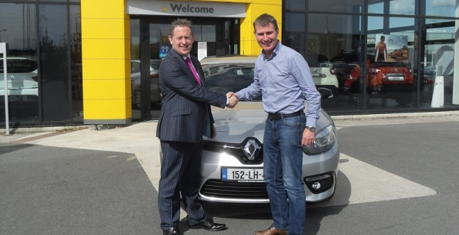 Dundalk manager Stephen Kenny receiving the new car from Blackstone Motors in Drogheda